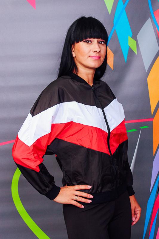 Куртка-ветровка женская
